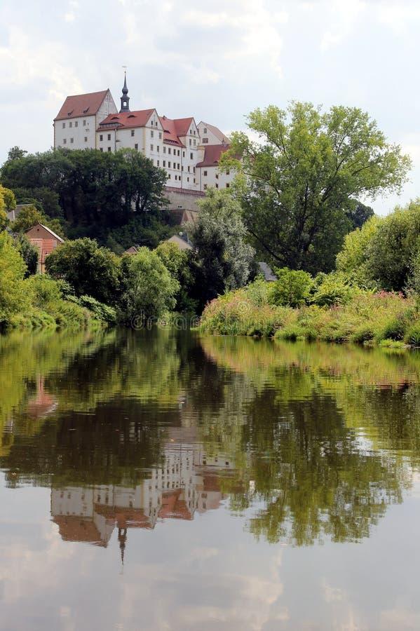 Colditz Castle που απεικονίζεται στον ποταμό Zwickauer Mulde στοκ φωτογραφία με δικαίωμα ελεύθερης χρήσης