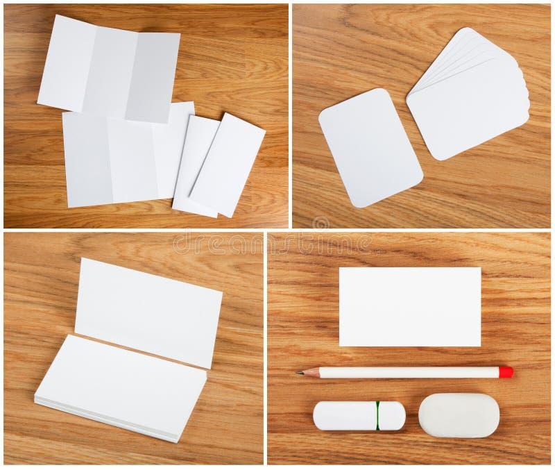 Coleção branca dos artigos de papelaria no fundo de madeira imagem de stock