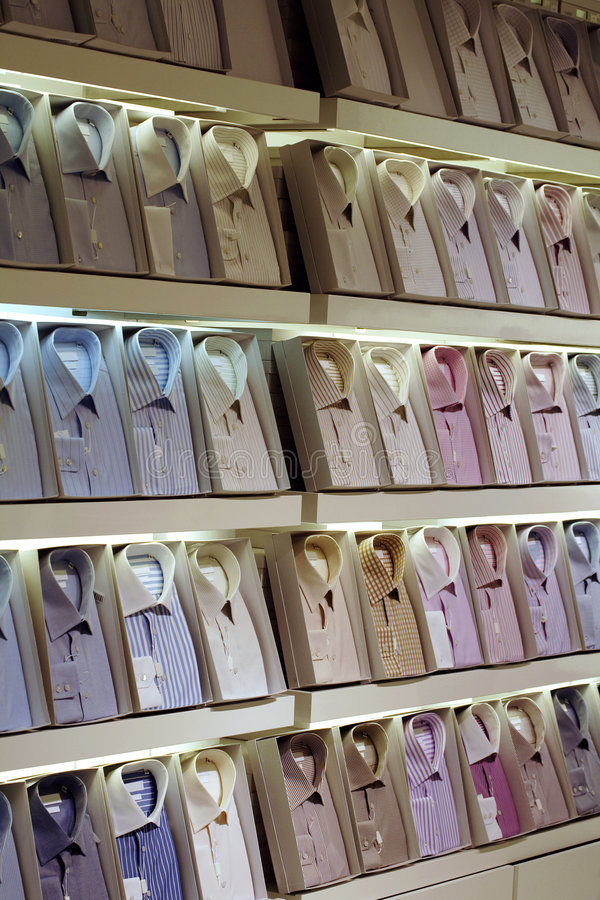 Coleção da loja da roupa fotografia de stock