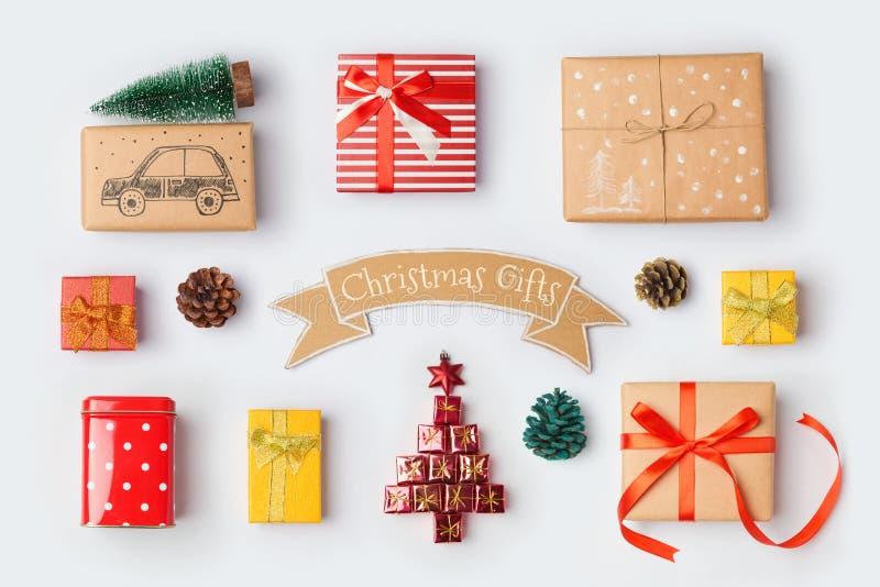 Coleção das caixas de presente do Natal para a zombaria acima do projeto do molde Vista de acima imagens de stock royalty free