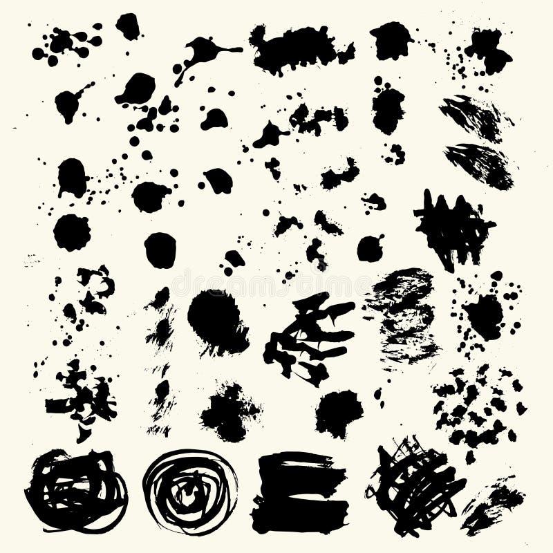 A coleção das manchas com pintura preta, cursos, cursos da escova, mancha e espirra, linhas sujas, texturas ásperas ilustração stock
