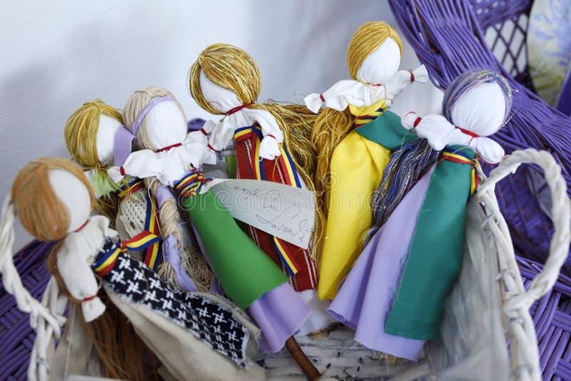Coleção de bonecas feitos a mão de Romênia imagens de stock royalty free