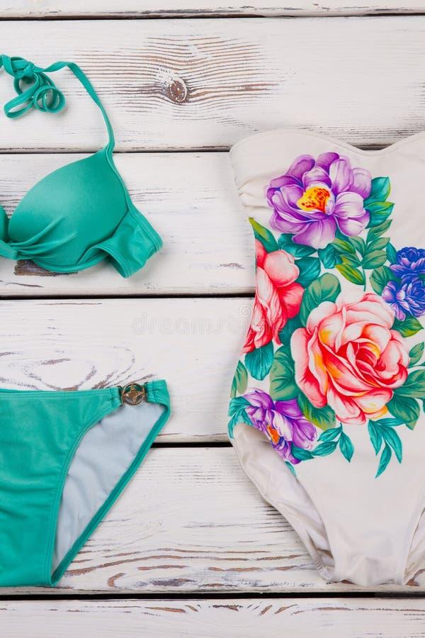 Coleção de dois roupas de banho brilhantes fotografia de stock royalty free