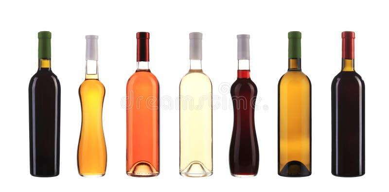 Coleção de garrafas de vinho na fileira. fotografia de stock