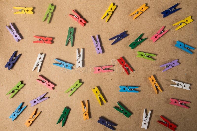 Coleção de grampos de papel coloridos fotografia de stock