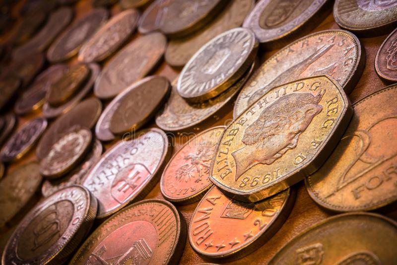 Coleção de moedas do mundo imagens de stock royalty free