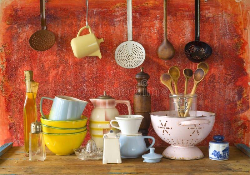 Coleção do kitchenware do vintage fotos de stock