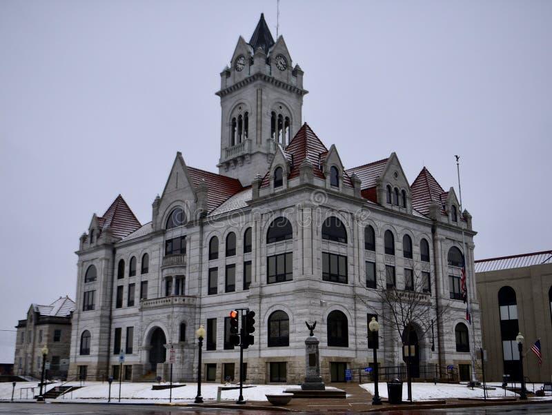 Cole County Courthouse im Schnee lizenzfreie stockbilder