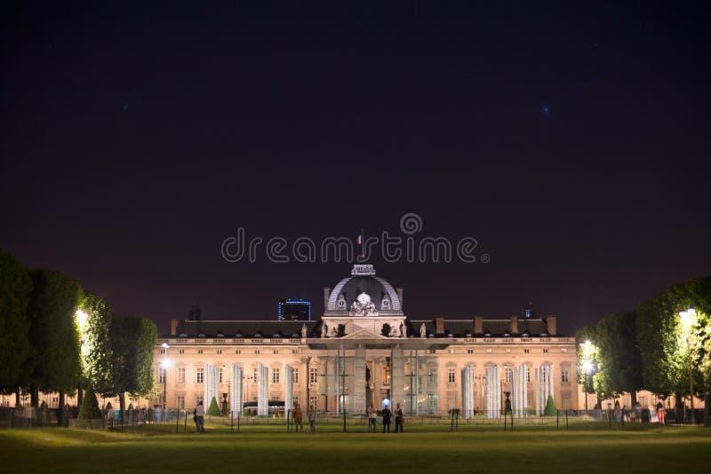 Cole Militaire do  de EÌ (escola militar) em Paris na noite fotografia de stock royalty free