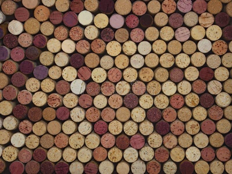 Colección colorida grande de corchos naturales del vino fotos de archivo libres de regalías