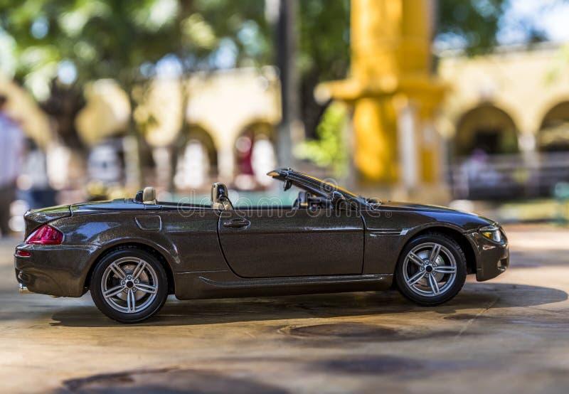 Colección convertible del coche en la cual se abren las puertas y el tronco foto de archivo libre de regalías