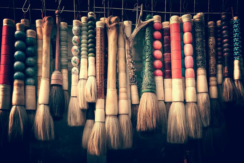Colección de cepillos chinos de la caligrafía en el mercado antiguo en Shangai China fotos de archivo libres de regalías