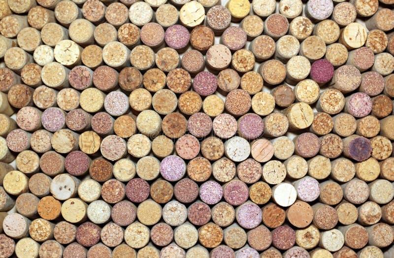 Colección de corchos usados del vino de diversas variedades de vino foto de archivo