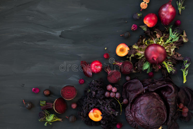 Colección de frutas y verduras púrpuras frescas fotos de archivo libres de regalías