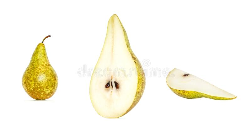 Colección de la fruta de la pera en diversas variaciones aislada en el fondo blanco Pera entera y cortada imagen de archivo