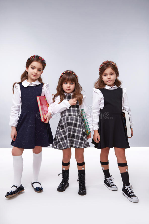 Colección de la ropa de la muchacha del vestido pequeña linda fotos de archivo
