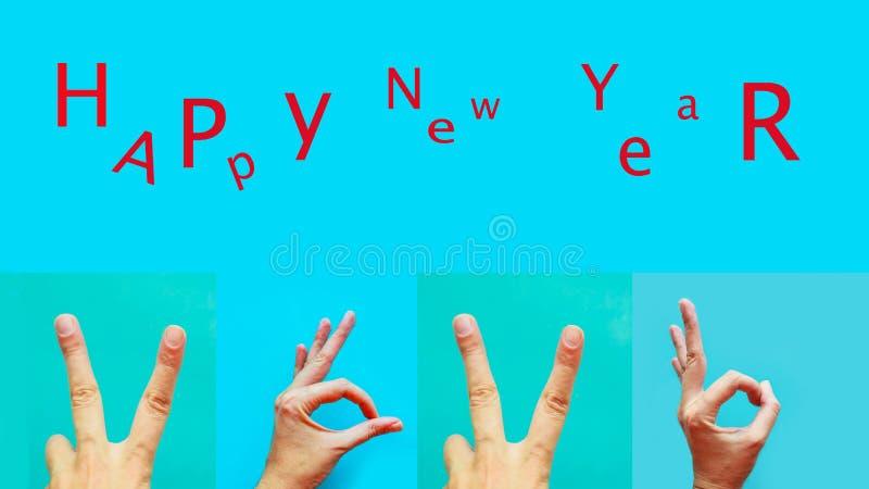 Colección de manos femeninas gestando los dígitos del nuevo año 2020 en lenguaje de señas sobre fondo azul y el texto - Feliz Nue foto de archivo