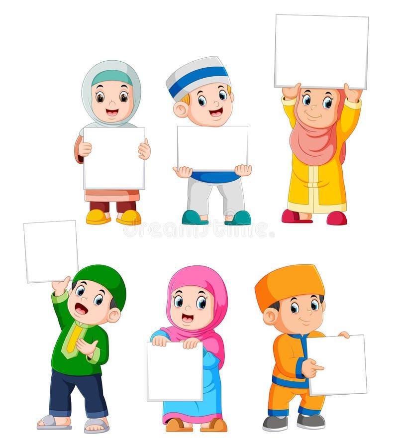 colección de niños musulmanes que llevan a cabo la muestra en blanco grande ilustración del vector