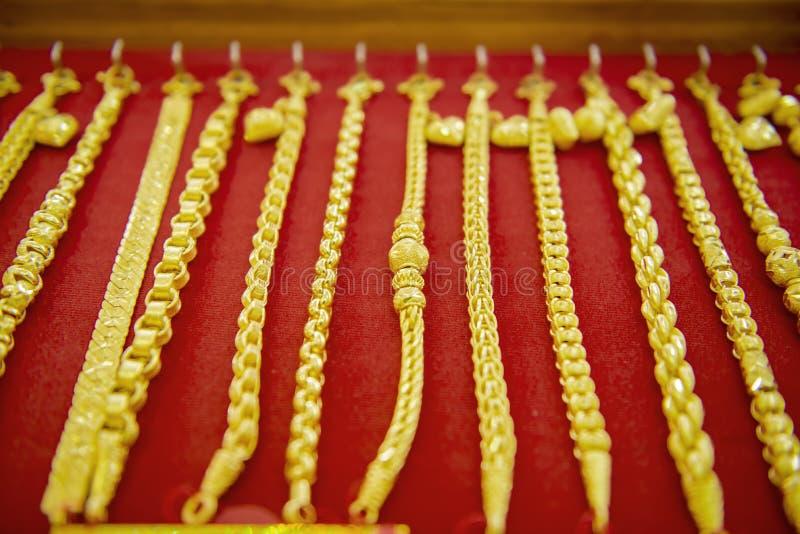 Colección de pulsera de oro fotos de archivo