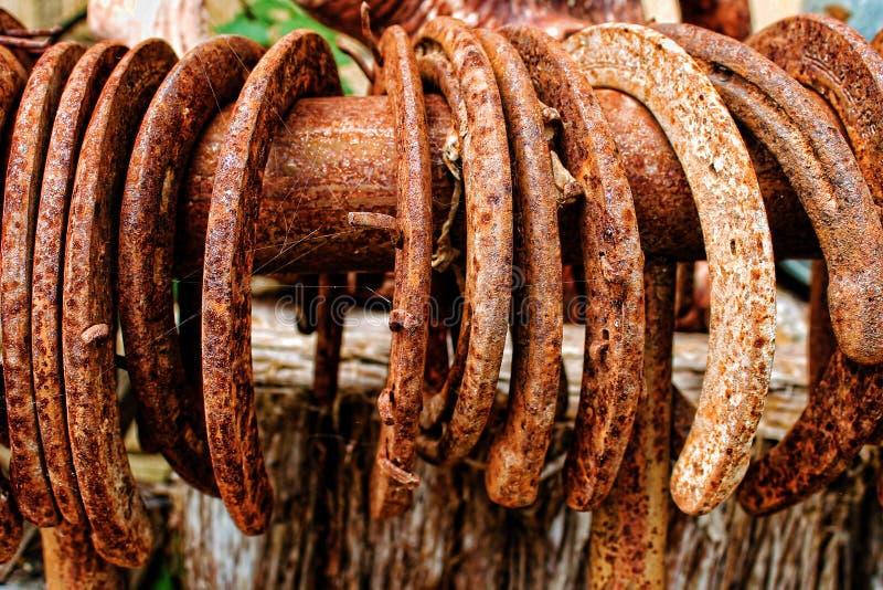 Colección de Rusty Horseshoes imagenes de archivo