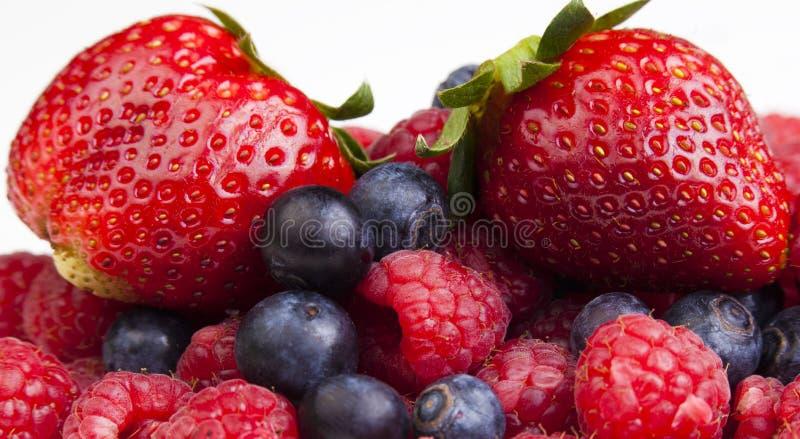Colección de verano de bayas - fresas, arándanos y raspb fotografía de archivo