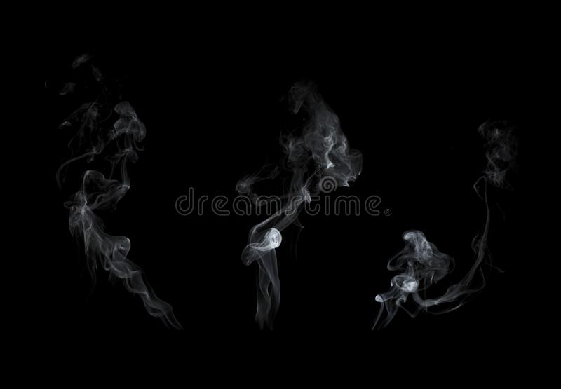 Colección del humo aislada en fondo negro fotografía de archivo