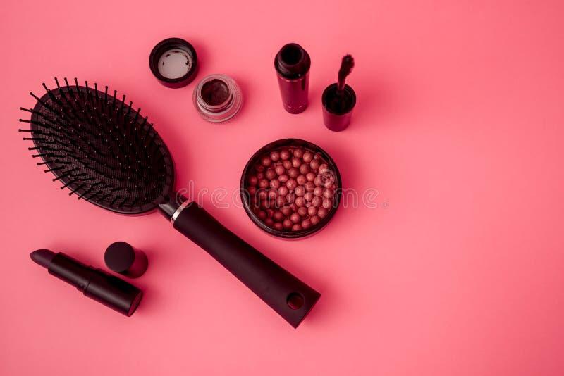 Colección determinada del maquillaje con rimel, el cepillo para el pelo, el lápiz labial y Blus imagen de archivo libre de regalías