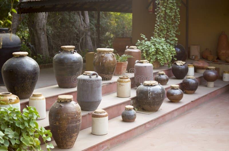 Colección india de la cerámica en el vishala, Ahmadabad imagenes de archivo