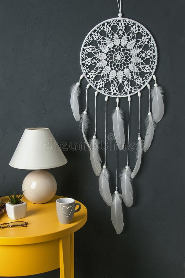 Download Colector Ideal Blanco En Fondo Gris Oscuro Foto de archivo - Imagen de fondo, color: 100530618