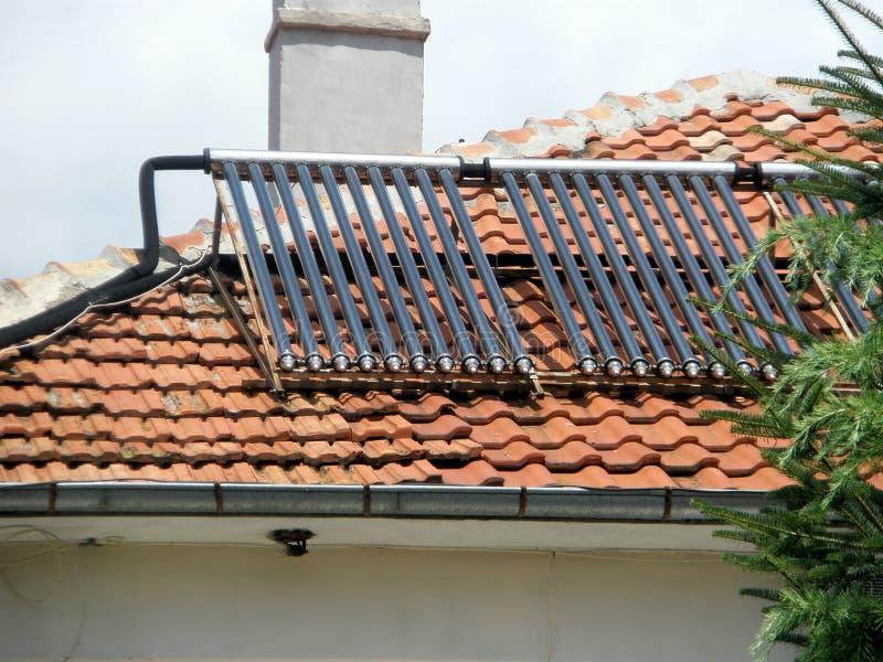 Colector solar en el tejado fotografía de archivo libre de regalías
