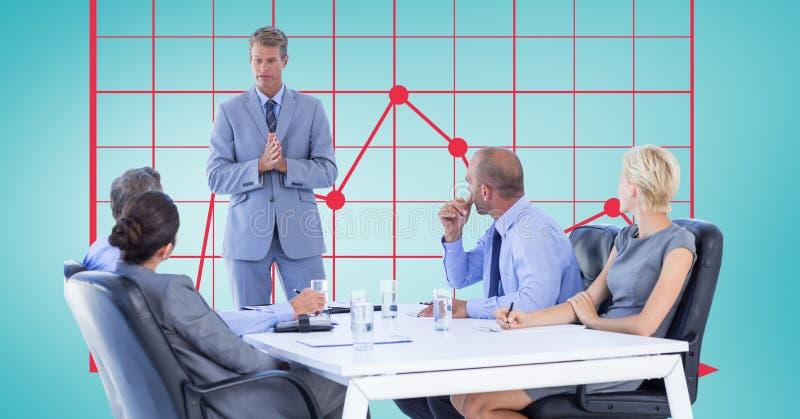 Colegas de explicação do homem de negócios na reunião com gráfico no fundo ilustração royalty free