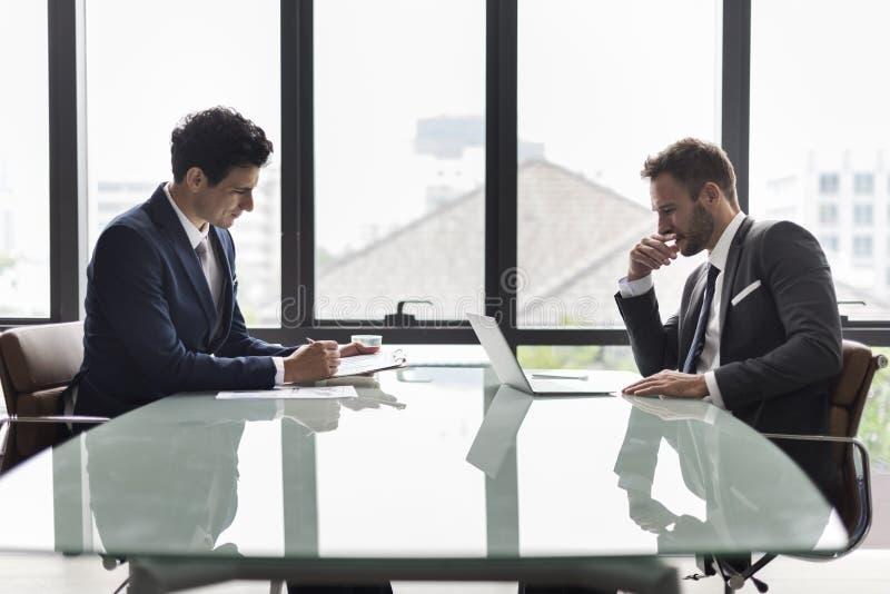 Colegas de trabalho incorporados Job Concept dos colegas do negócio imagem de stock