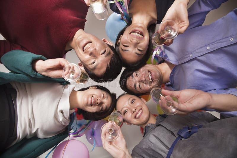 Colegas del negocio que celebran con Champán imagen de archivo libre de regalías