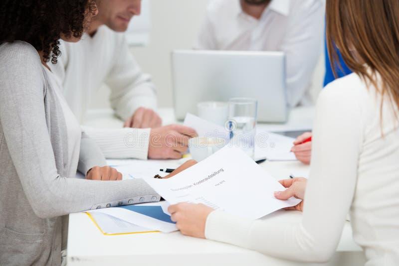 Colegas do negócio em uma reunião imagem de stock royalty free