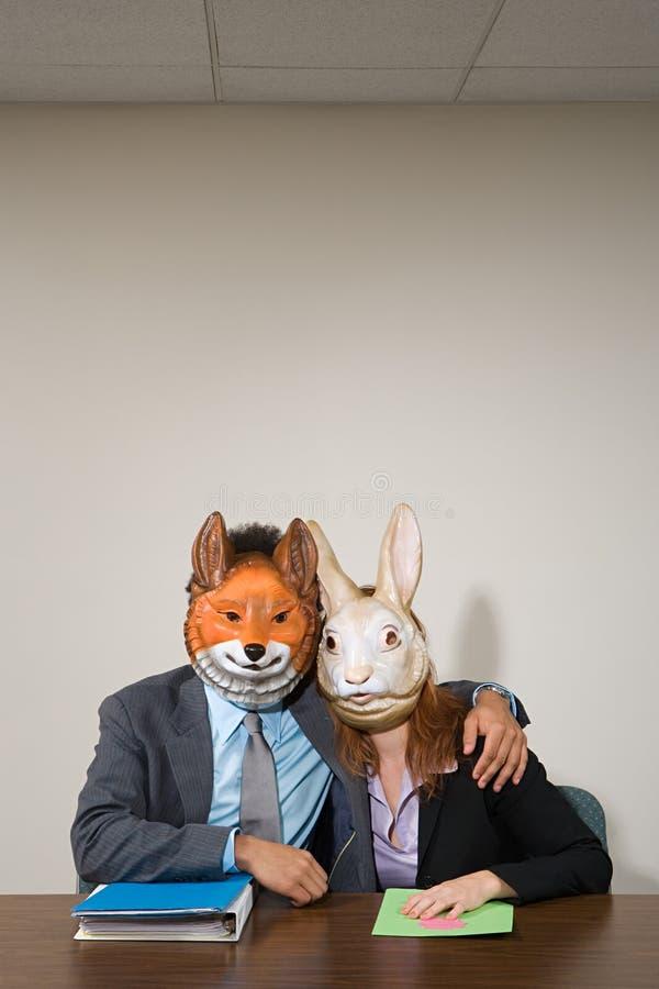 Colegas que vestem máscaras foto de stock royalty free