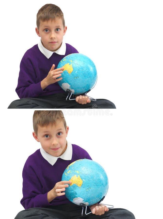 Colegial con el globo, se?alando Australia fotografía de archivo libre de regalías