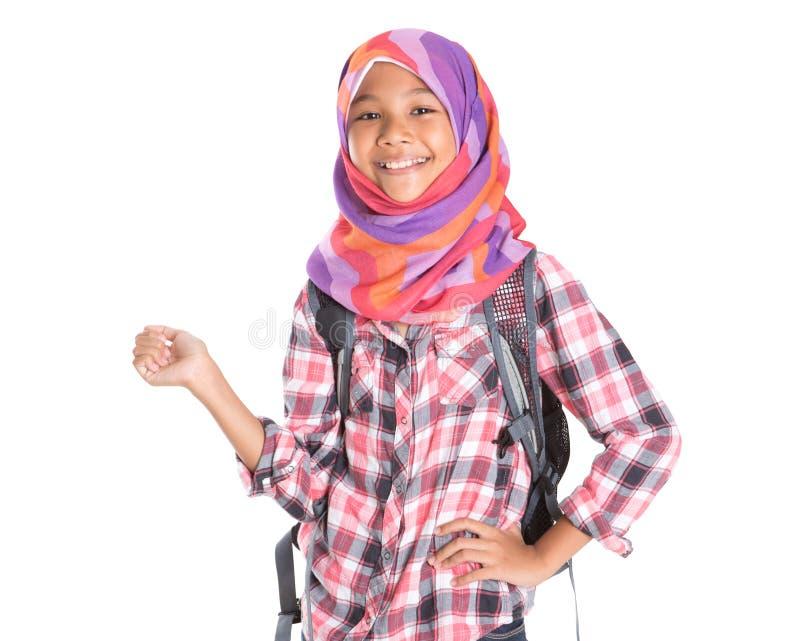 Colegiala musulmán con el bolso de escuela VI fotografía de archivo libre de regalías