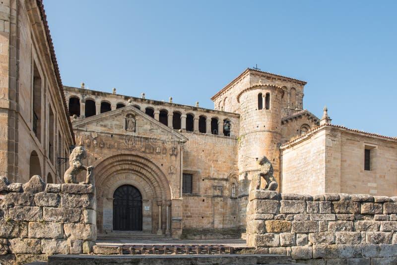 Colegiata, een beroemd godsdienstig gebouw in Santillana del Mar, Cantabrië, Spanje royalty-vrije stock foto's