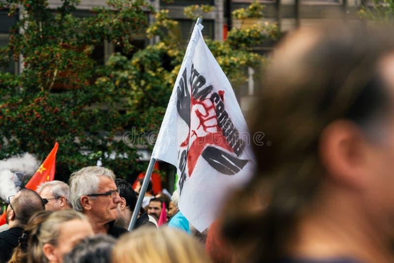 Colere Strasbourg d'en de Strabourg fâché contre le drapeau de protestation photos stock