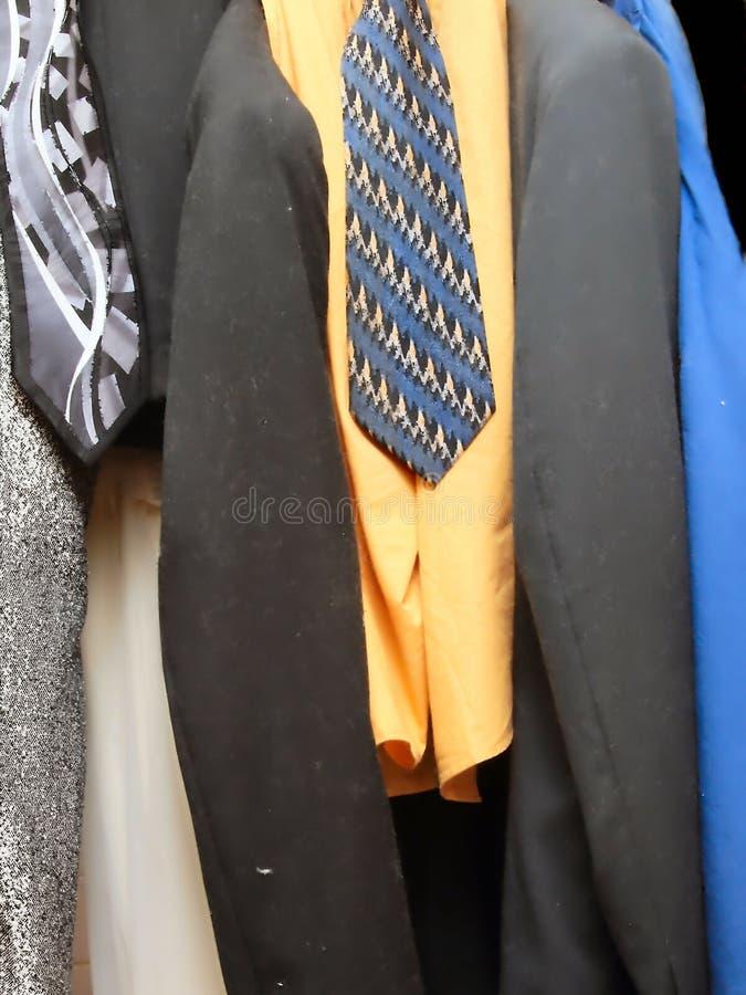 Colgante de la ropa de los hombres fotografía de archivo libre de regalías