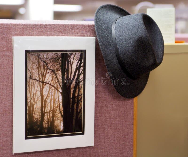 Colgante hacia fuera en la oficina fotos de archivo libres de regalías