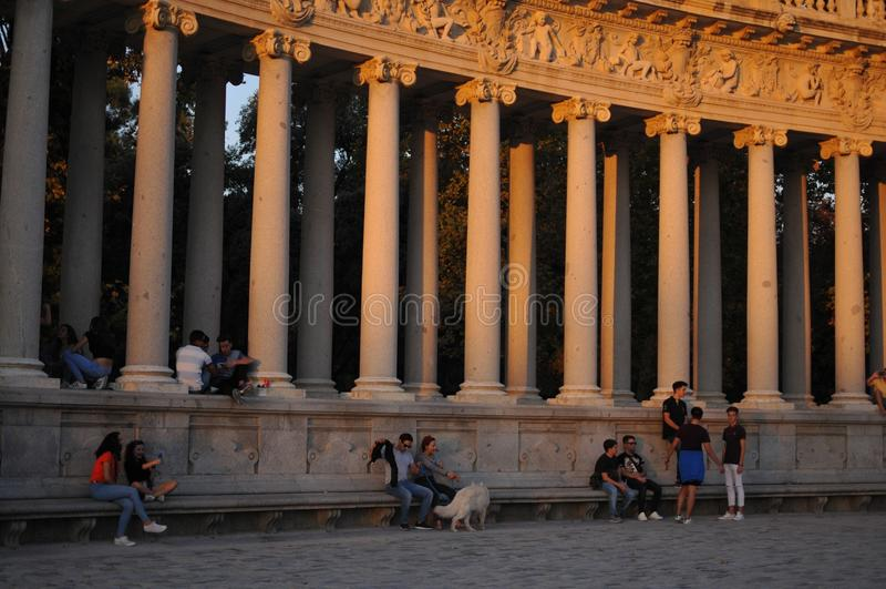 Colgante hacia fuera en Madrid imágenes de archivo libres de regalías