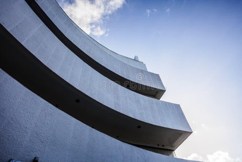 Colheita e curvas abstratas de uma construção moderna foto de stock royalty free