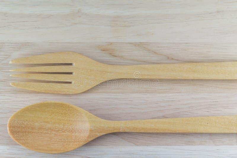 Colher e forquilha em de madeira fotografia de stock