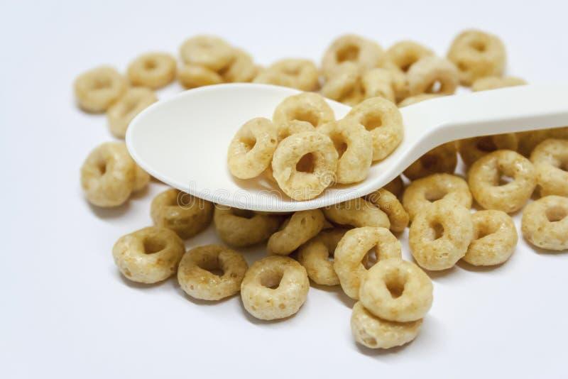 Colher isolada com cereal em um fundo branco foto de stock