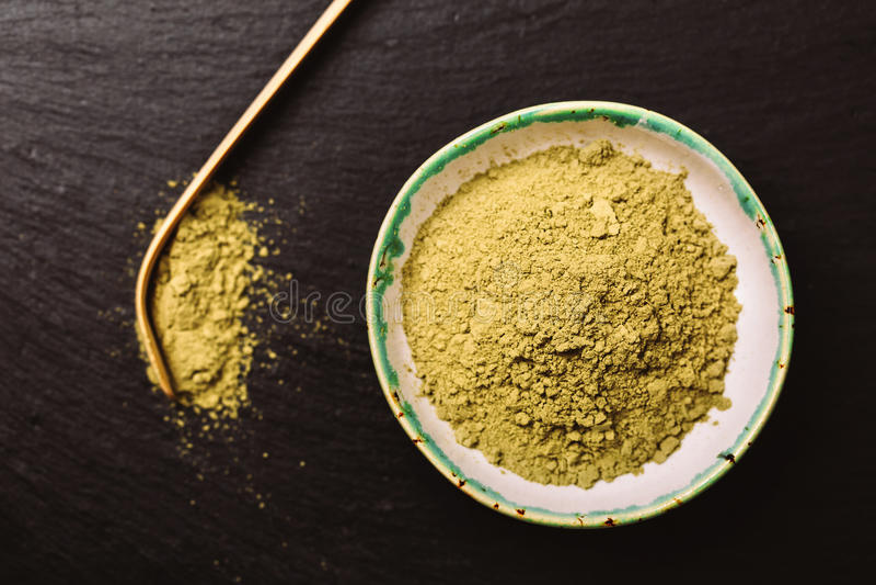 Colher para o pouder do chá e do verde do matcha fotos de stock royalty free