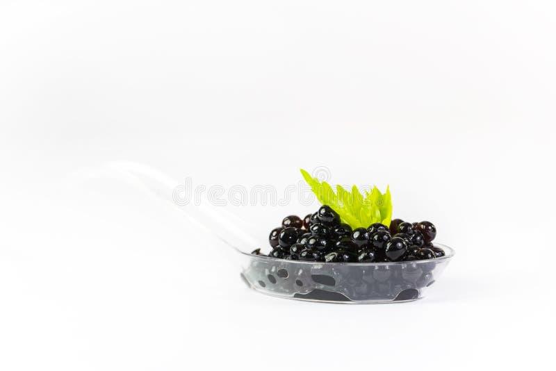 Colheres plásticas com caviar dos peixes imagens de stock royalty free
