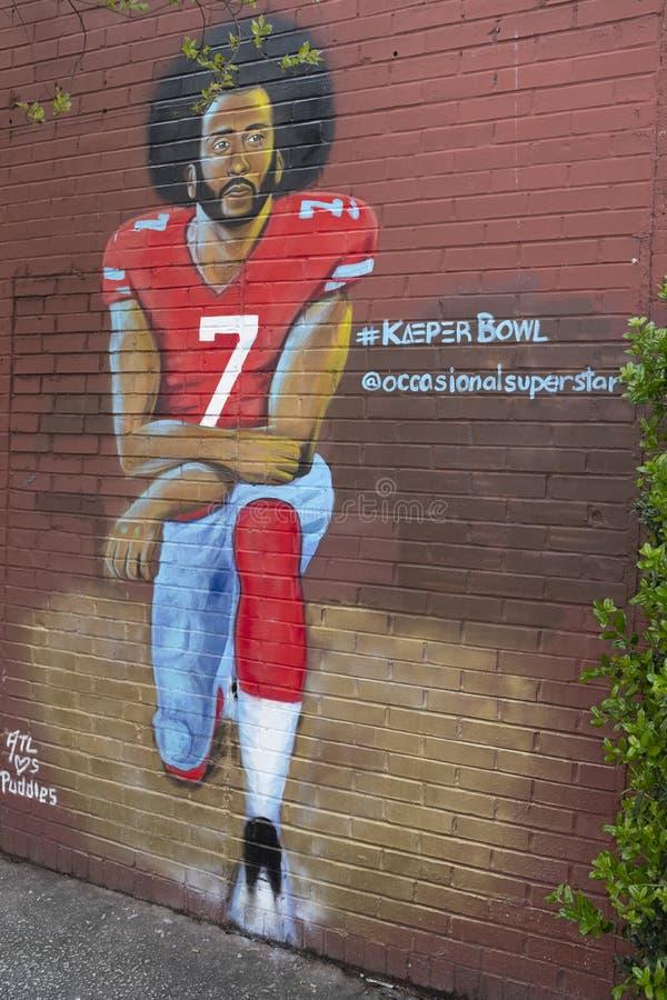 Colin Kaepernick klęczenia graffiti na budynku w Atlanta fotografia royalty free