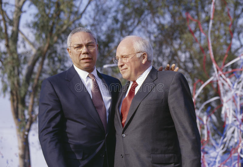 Colin Powell et Dick Cheney à une campagne de Bush/Cheney se rassemblent en Costa Mesa, CA, 2000 photo stock