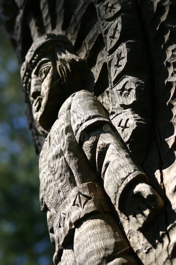 Colina de la bruja en Lituania imagenes de archivo